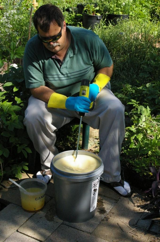 soapmaking-16-mixing